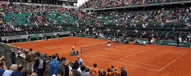 Match de tennis au tournoi international de Roland Garros